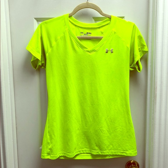 Under Armour Tops - Under Armour Semi-Fitted Athletic T-Shirt